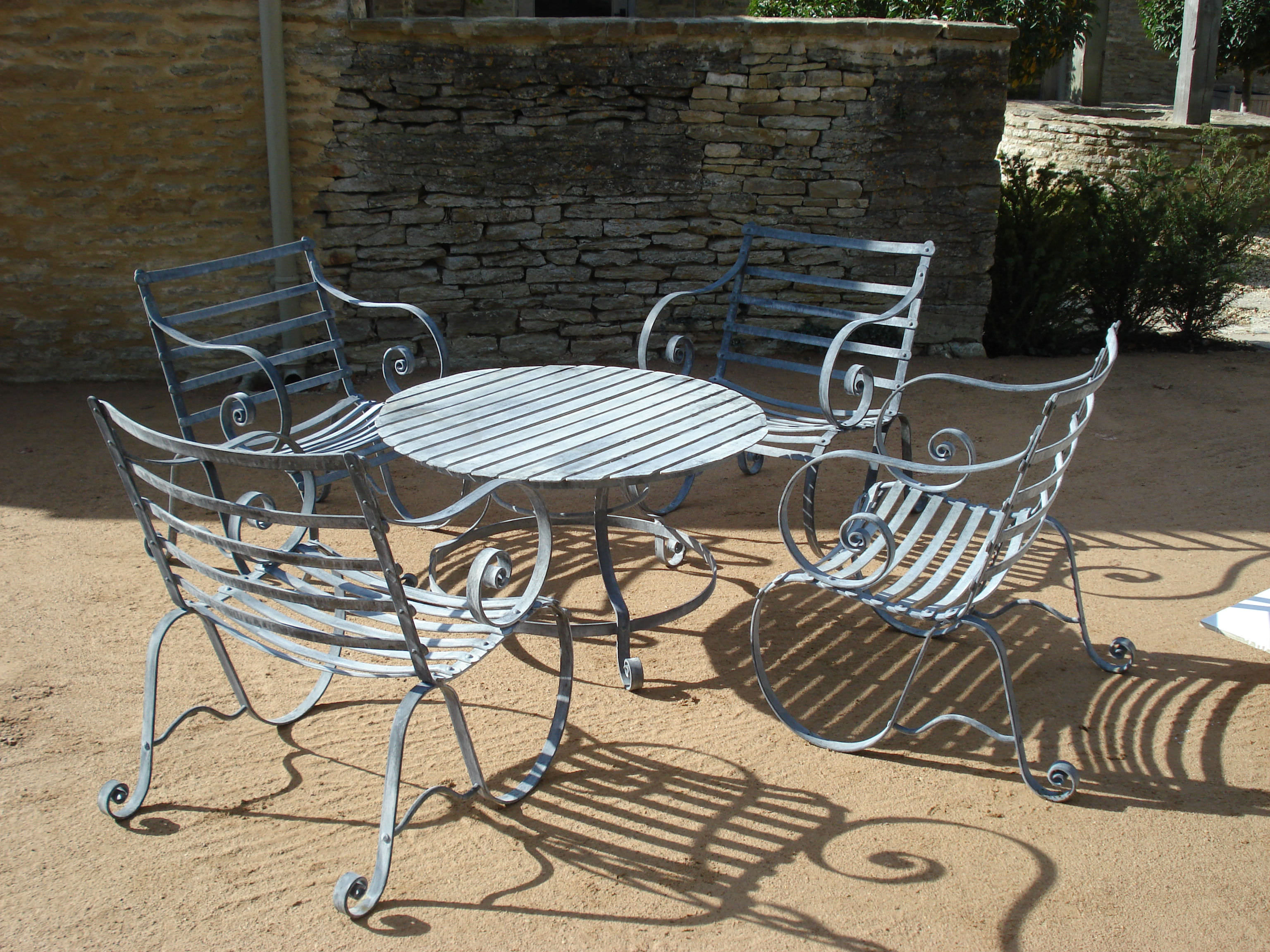 Metal garden furniture for Metal garden table and chairs